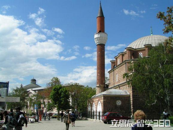 保加利亚科技大学是保加利亚最大的科技机械类高等教育院校