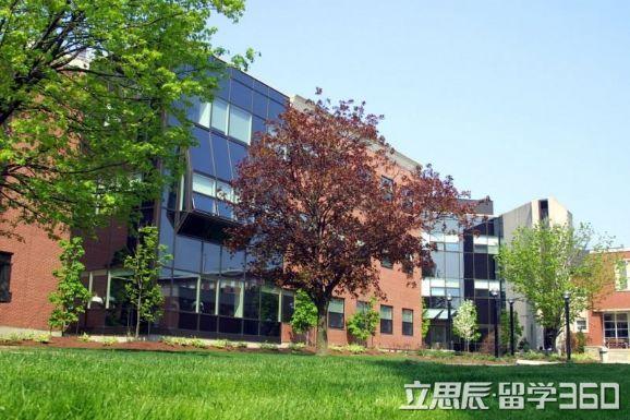 劳里埃大学位于加拿大安大略省滑铁卢市.