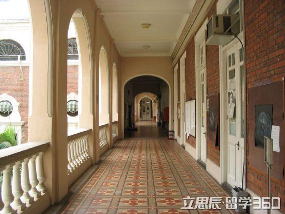 香港中文大学:教学优质校园环境好