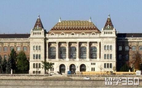 布达佩斯经济学与公共管理大学