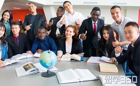 九月开学季,远东联邦大学(预科)招收400名留学生