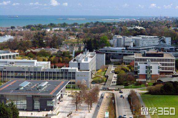 爱尔兰留学 都柏林大学的商学院世界闻名