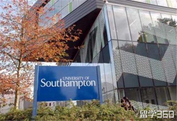 去英国留学时装设计,该选综合类院校还是艺术类院校?