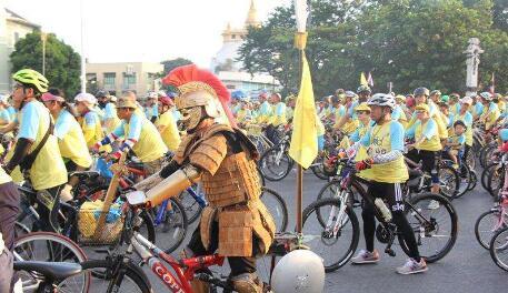 泰国父亲节,在泰国是这样过哒!各地纪念先王普密蓬。