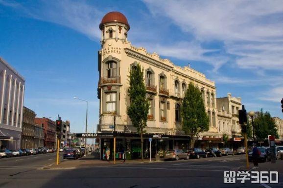 """""""花园城市""""基督城是新西兰第三大城市,风景优美,花香怡人."""