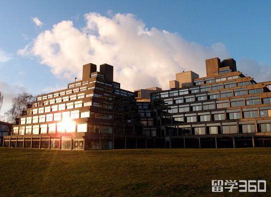 东英吉利大学