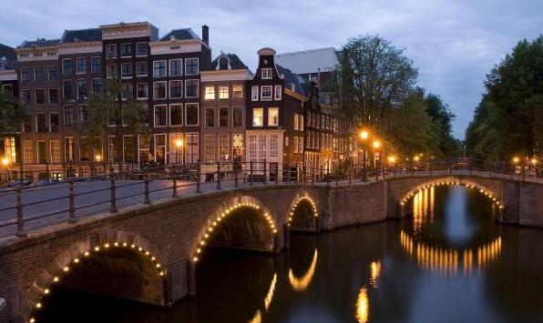 恭喜杨同学获得阿姆斯特丹大学录取!开始了新的人生旅途