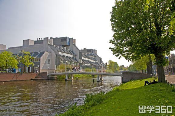 坚持理想,放弃澳洲名校学业,顺利入读荷兰丰帝师大学
