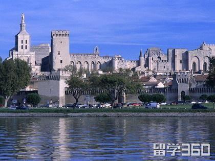 法国商学院留学优势是什么?