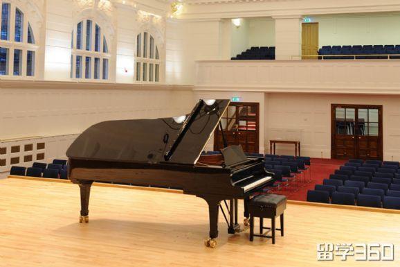 纽曼大学和皇家音乐学院如何选择?