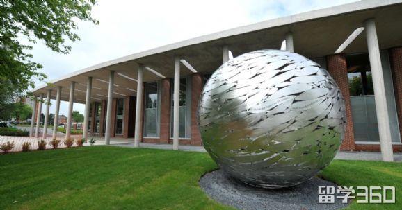纽曼大学和皇家音乐学院的教育专业如何选择?