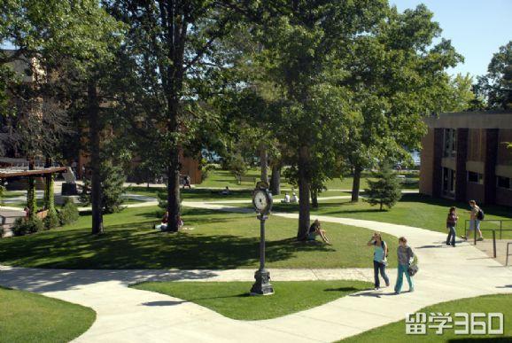 美国学费低的公立大学