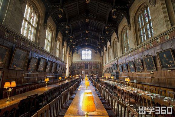 牛津大学彭布罗克学院
