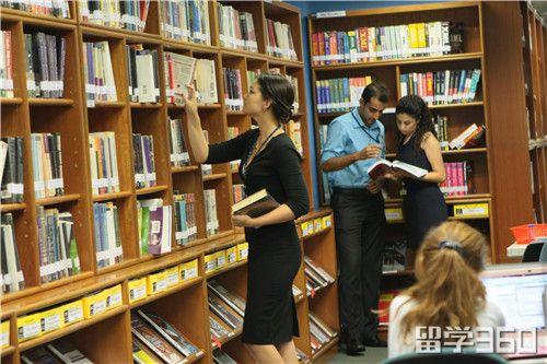 如今越来越多的学生把海外留学的计划提上了日程,又如马来西亚留学无需担保金,全英文教学,英联邦的教育体制,低廉的生活费学费受到了许多工薪阶层学生的喜爱,成为留学的新宠。