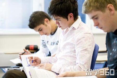 美社区学院亚裔学生转入