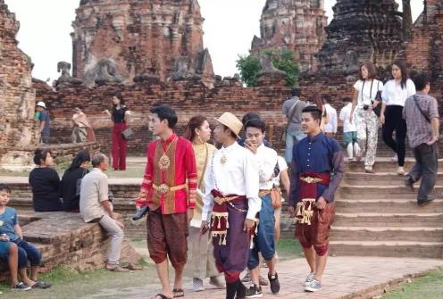 泰国热播剧《天生一对》到底有多火?总理巴育点赞;豆瓣8.4,让你笑出腹肌!