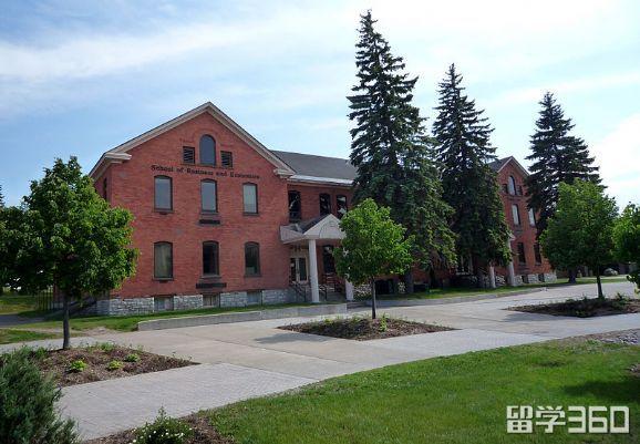 苏必利尔湖州立大学