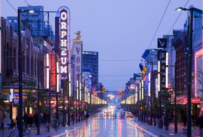 去加拿大留学,选择大城市还是小城市?