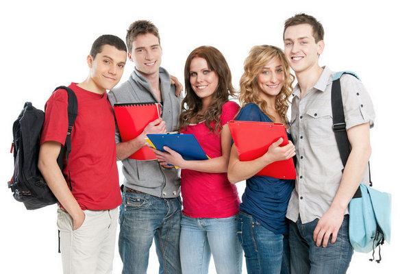 冲刺美国藤校,您的孩子更适合在哪里接受高中教育?