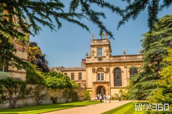 2019牛津大学部分专业降低入学门槛,多数专业雅思要求与剑桥看齐!