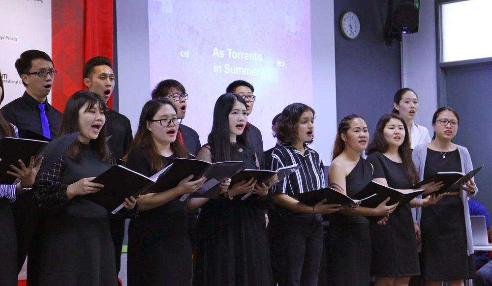 英迪大学不仅仅注重教学,培养学生兴趣创作音乐之旅