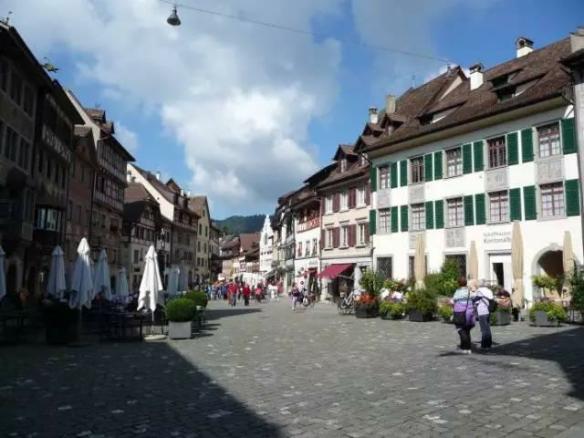 立思辰留学忽老师带你走进瑞士留学名校丨洛桑酒店管理学院