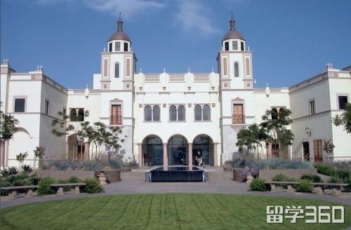 西班牙圣地亚哥大学为什么享有如此之高的荣誉