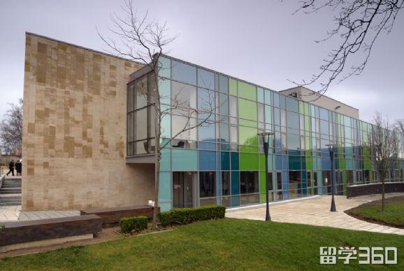 为什么人人都想入读英国罗素大学集团学校?