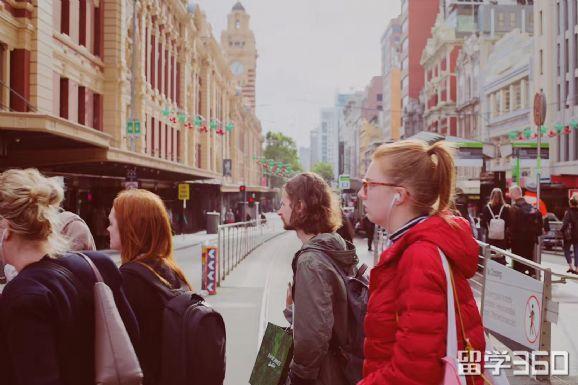 在澳中国留学生注意了!这件事可别忽视。每年近1.4万留学生因此而被遣返