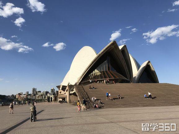 澳洲留学选这10所学校,毕业后找工作完全不是事儿!就业率超高的。