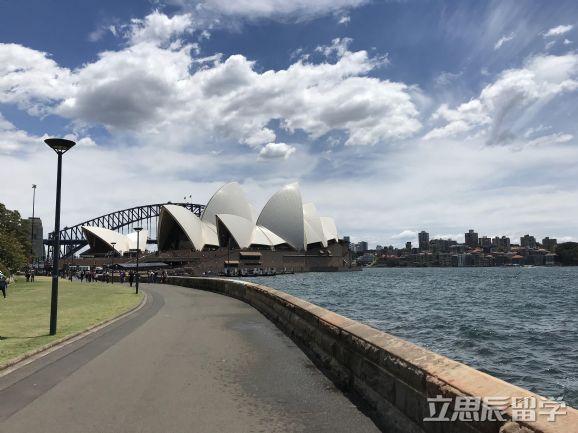 教育部特别提醒:赴澳留学,可别选错学校。这些才是被官方认可的澳洲大学!