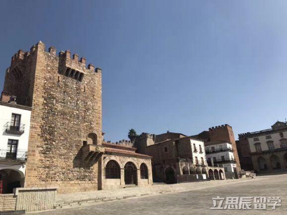 西班牙塞罗那自治大学专业设置介绍