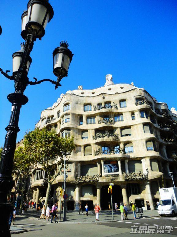 西班牙各阶段留学费用一年是多少?