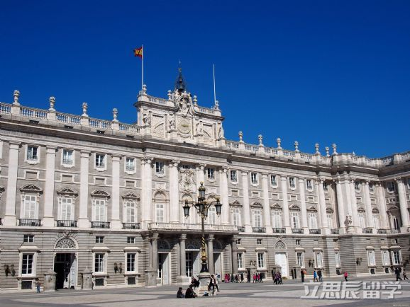 高考失利没过本科线,竟被西班牙巴塞罗那大学录取!