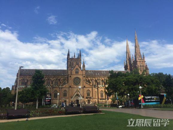 澳洲留学墨尔本大学读研大概需要多少费用?