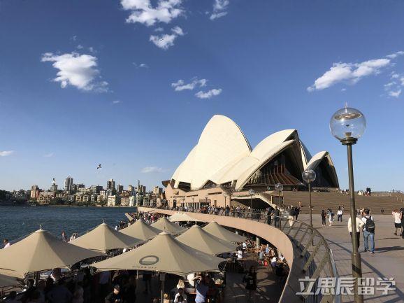 留学澳洲转学步调看这里!
