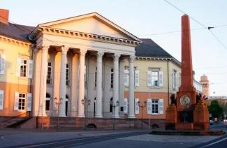 卡尔斯鲁厄工程与经济学院风光