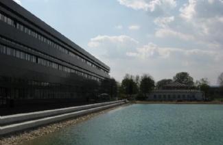 新乌尔姆应用技术大学