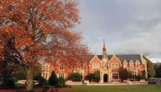 新西兰林肯大学现代化的图书馆风光