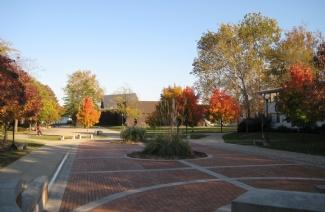 东伊利诺伊大学
