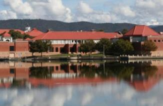 塔格龙湖中学