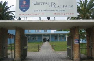 卡梅里诺大学