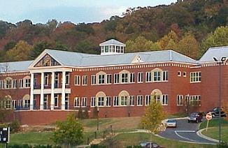 麦卡利中学