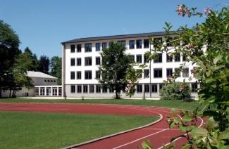 天鹅堡寄宿中学