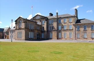 英国高地与岛屿大学