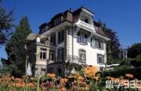 周同学普通中学成功就读于瑞士卢森堡中学