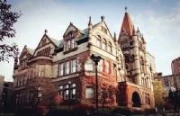 麦克林杂志公布加拿大毕业率最高的大学是…