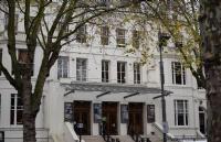 顶级的戏剧训练的学府之一中央演讲和戏剧学院