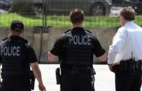 加拿大警察能否随便检查路人身份证!