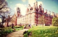 去英国留学,应该选择热门专业还是冷门专业?